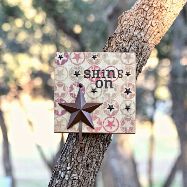 Make star hook wall art to both decorate and organize any room in your house. This is great for keys, award ribbons, jewelry, and more.