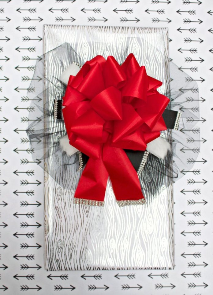 Make an elegant holiday bow
