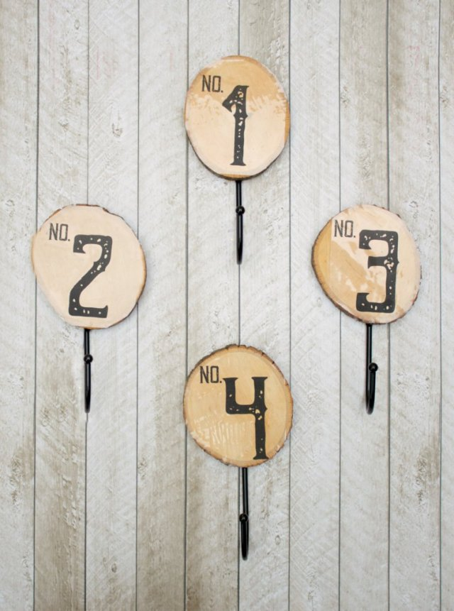 This wood cut wall hook is a super way to get organized! By making the wall hooks yourself you can make it match your home decor.