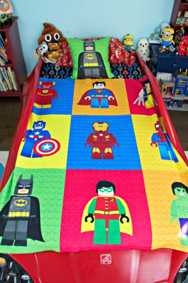 My son asked for a superhero themed room, inspired by the Lego Batman movie, I'm sure!  I was happy to oblige and decorate with Lego Superheroes!