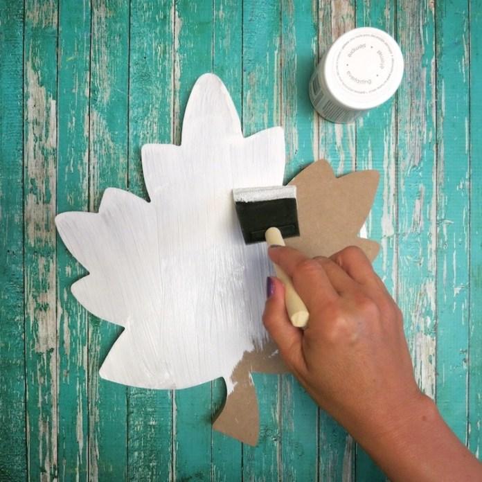 paint the wood cut leaf