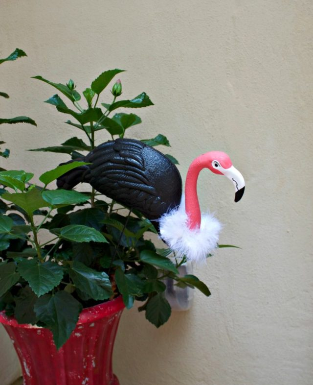 Create a flamingo vulture to decorate your home or yard with this Halloween.  Take one of your pink plastic flamingos and give it a makeover!