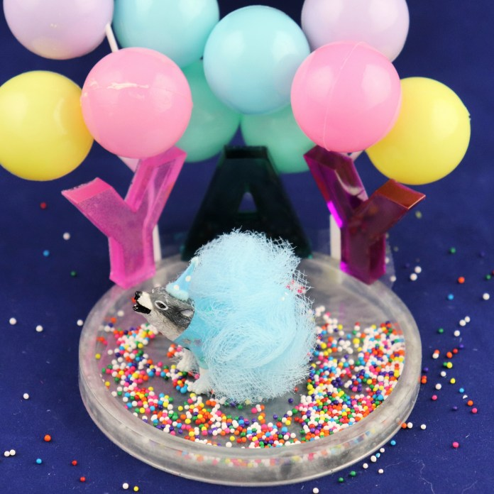 make a cake topper with resin