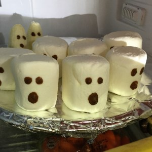 more-organised-halloween-marshmallow-ghosts