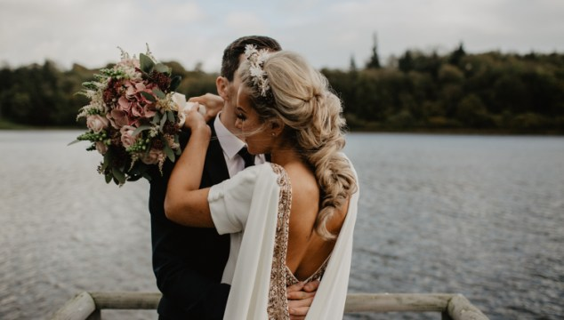 7 Tips To Hire A Professional Portrait Wedding Photographer