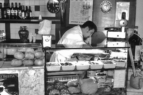 La version moderne de ce spécialiste des panini, c'est le blogueur culinaire. Restaurant Le Palle d'Oro, Florence (Italie)