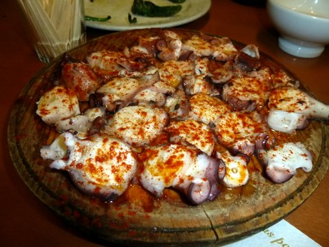 Pulpo a Fiera (broiled Galician-style octopus with paprika)