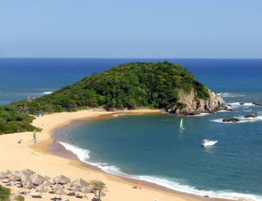 Canjeos Bay in Huatulco