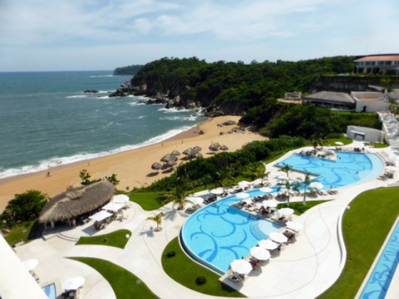 One of the three infinity pools at Secrets Huatulco