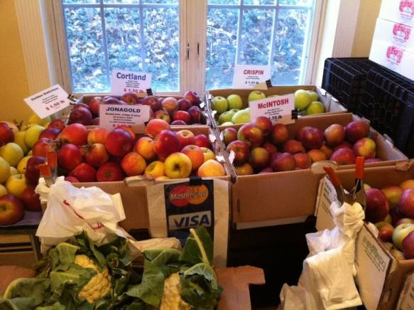 Juicy, freshly hand-picked New York State apples at the Chappaqua Farmers Market