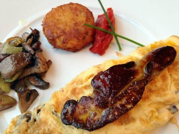 Omelette with goose liver
