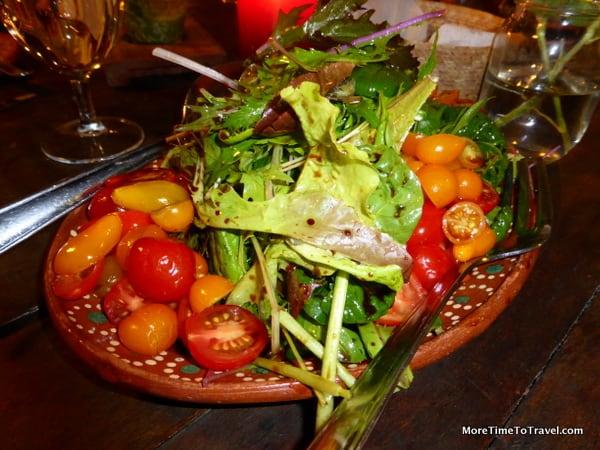 Freshly picked salad at Huerta Los Tamarindos