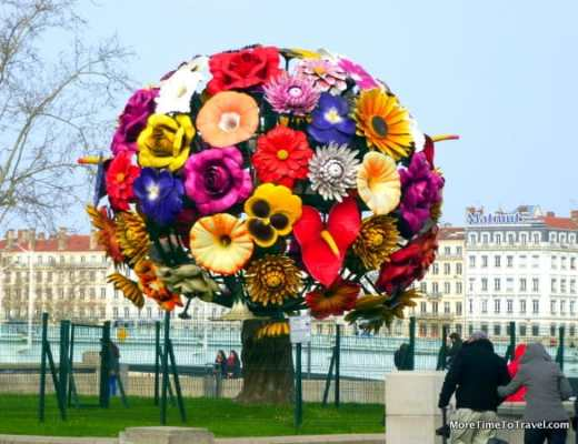 Flower Tree Sculpture on the Rhone, public art that welcomes visitors