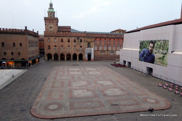 Unusual quiet of Piazza Maggiore in morning