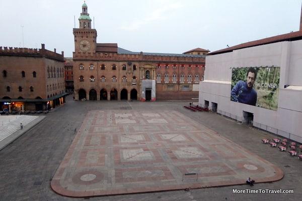 Unusual quiet of Piazza Maggiore in morning