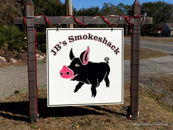 The beckoning sign at JB's Smokeshack