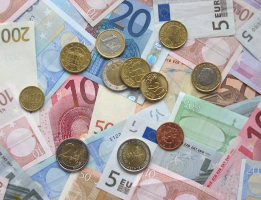 Euro coins and banknotes (Credit: Wikipedia)