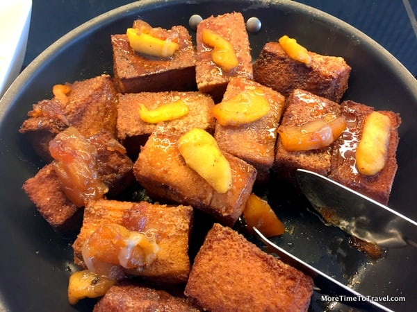 Crispy French toast with caramelized apple