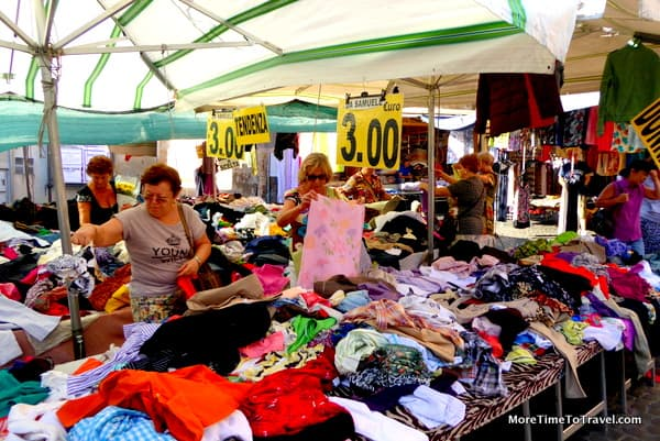One of the tables with inexpensive clothes