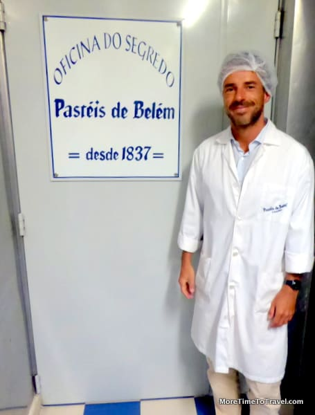 Miguel Clarinha in front of the Oficina do Segredo (The Secret Workshop)