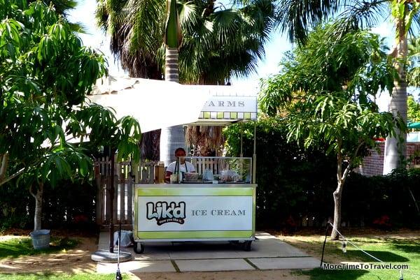 Old-fashioned ice cream cart