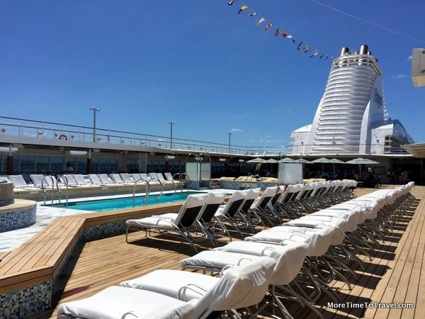 Resort-style pool deck on Regent Seven Seas Mariner