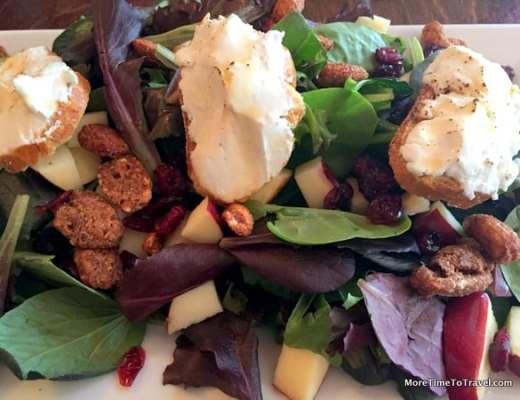"""Chappaqua salad"" with goat cheese toasts"