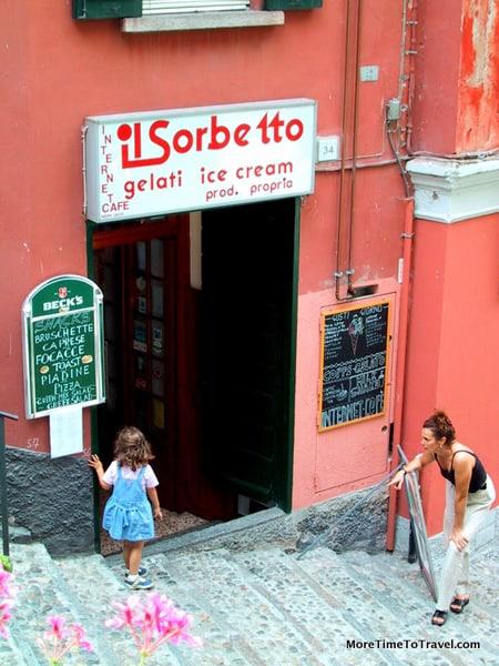 Outside Il Sorbetto in Bellagio