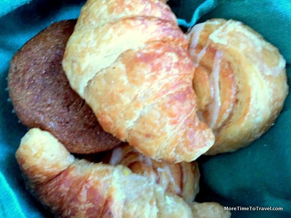 Warm breakfast pastries at Kings Courtyard Inn