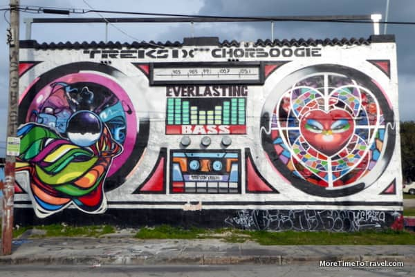 Boombox made famous because it can be seen from I-95, revived by @ChorBoogie and @TrekSix