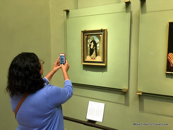 Another photographer in the Uffizi