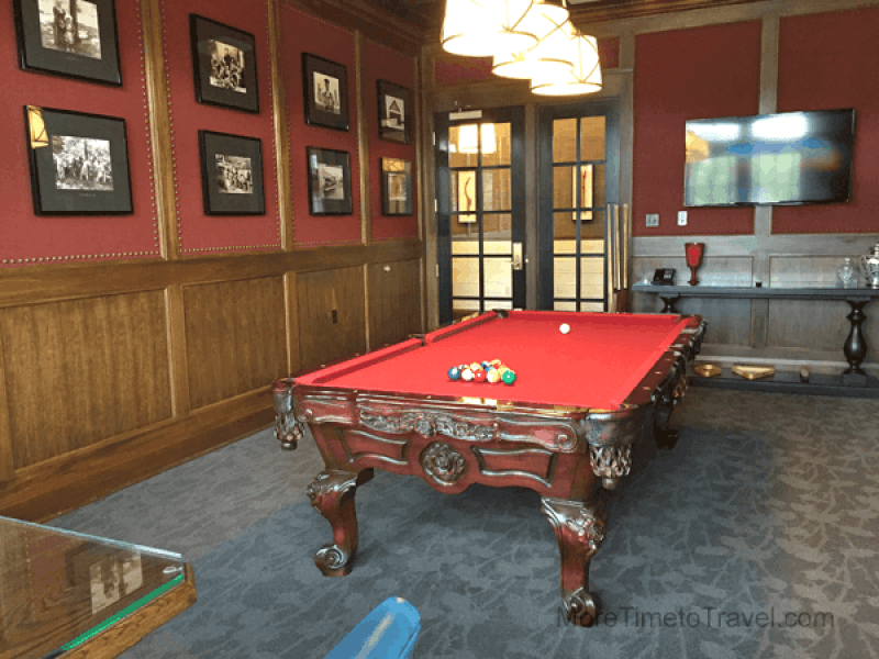Walloon Lake Hotel: Loved the vintage regional photographs lining the wall in the billiards room.