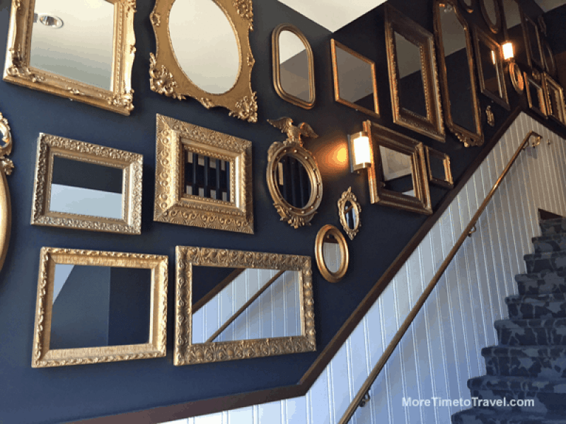 Hotel Walloon: Beautiful gold-framed mirrors line the stairs to the second floor.