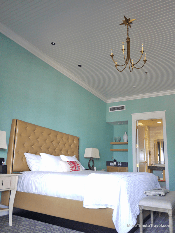 Our ground-floor king room, with its tall ceilings.