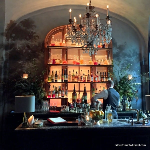 The dazzling bar at Le Coucou