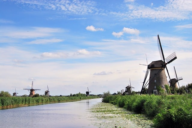 Windmills at Kinderdijk (Credit: Pixabay)