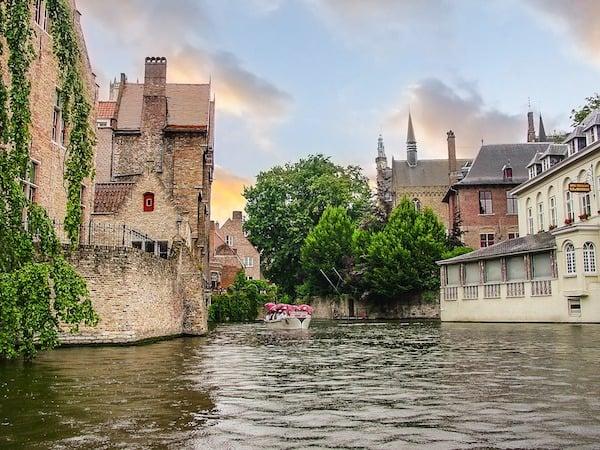Canal on the medieval city of Bruges (Credit: Pixabay)