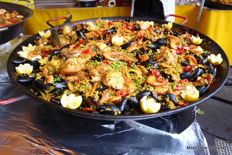 Seafood paella at the Saint-Antoine market
