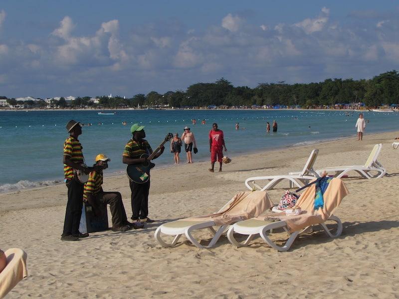 Beach musicians at Hotel Riu Palace Tropical Bay