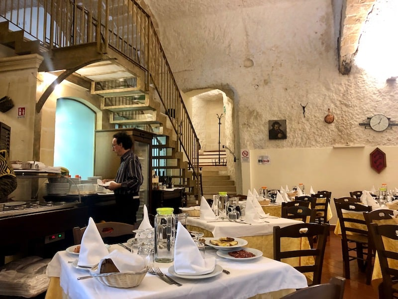 Terrazzino in Matera, preparing for the lunch seating