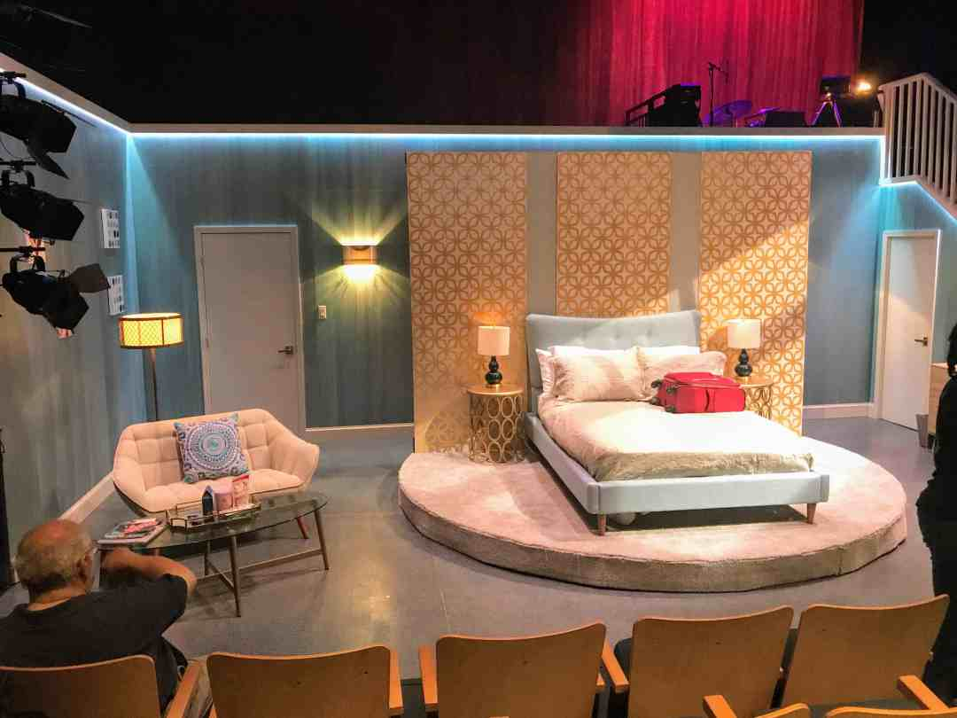 Rita Rudner Off-Broadway: Las Vegas hotel room, setting for the production