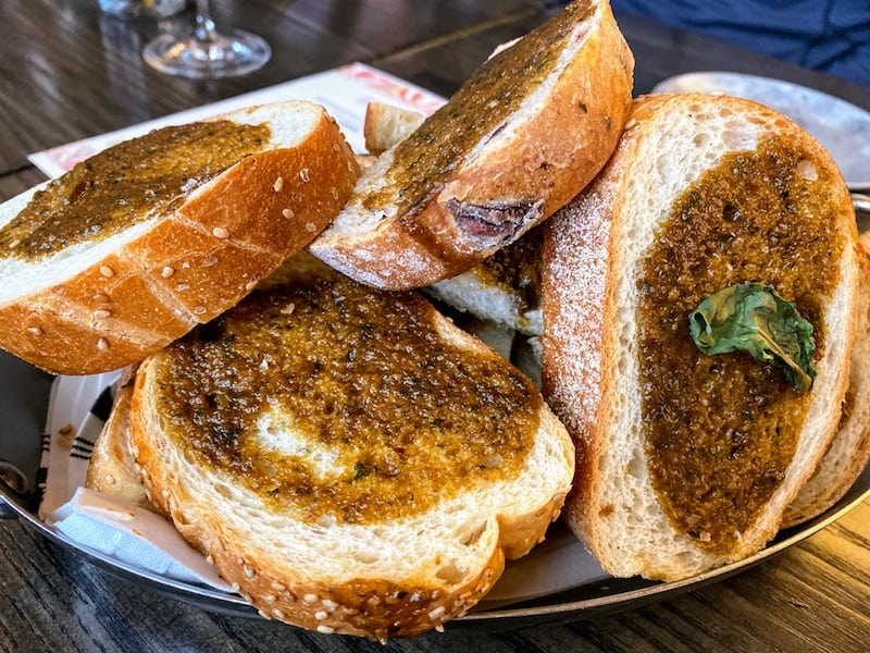 Bread with balsamic and basil: the essential vehicle for scarpetta