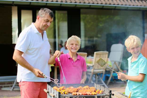 Fun and Inexpensive Theme Ideas for Kids Birthday Parties, have a backyard barbeque