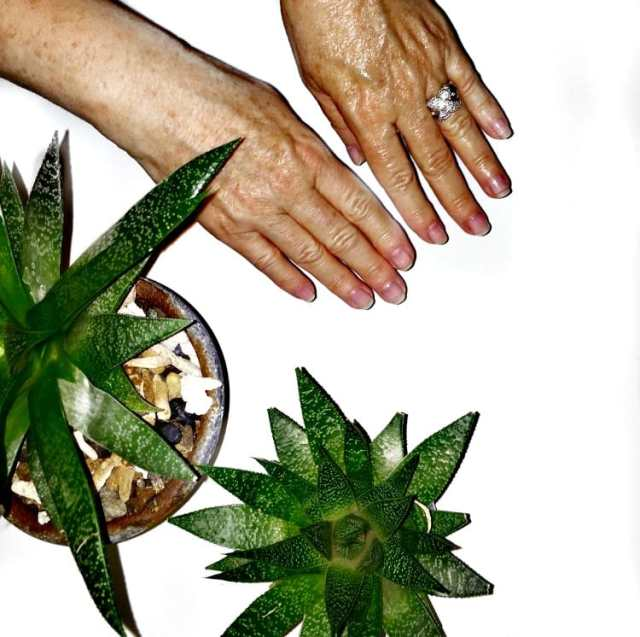 AmLactin-do-your-dry-hands-give-you-away