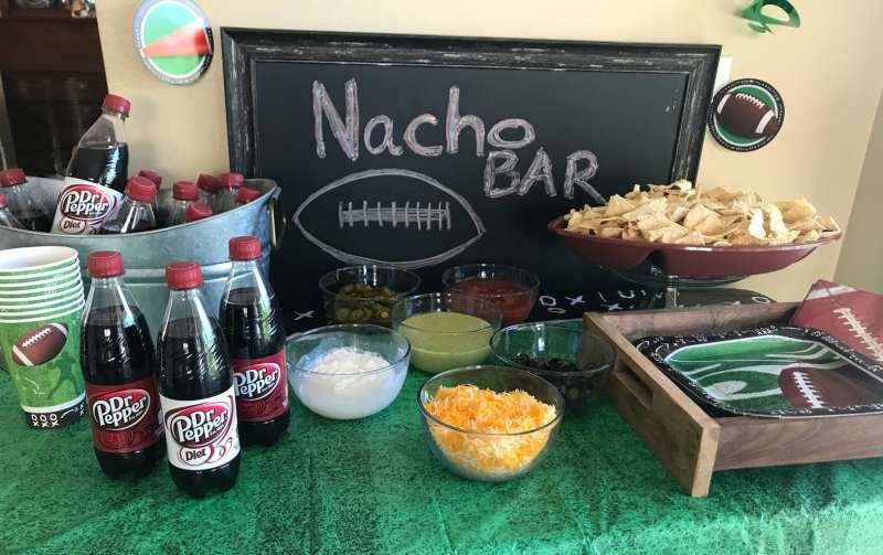 It is my favorite time of year! College Football Season Parties - Tailgating, Traditions, and Touchdowns. What do you like to serve while watching football?