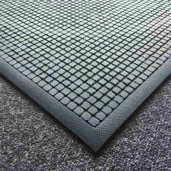 Close up of the corner of Morland Comfort Structure Industrial Rubber Anti-fatigue mat