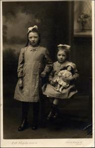 Portrait of Nellie Peel and Emily Peel as young girls