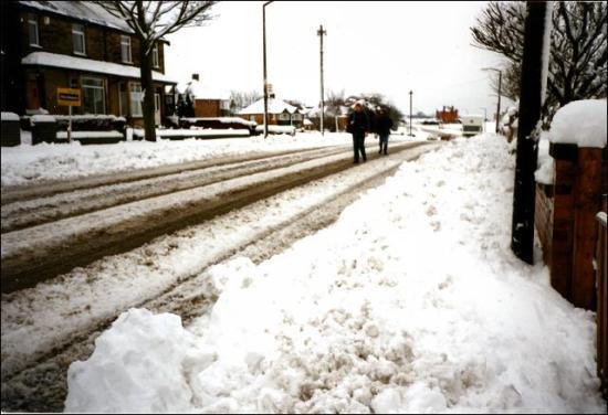 Heavy snow on Bradford Road