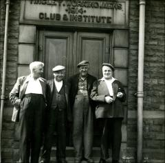 Lunchtime closing at Tingley Working Men's Club
