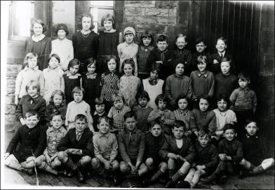 A Class Photograph at Gelderd Road School